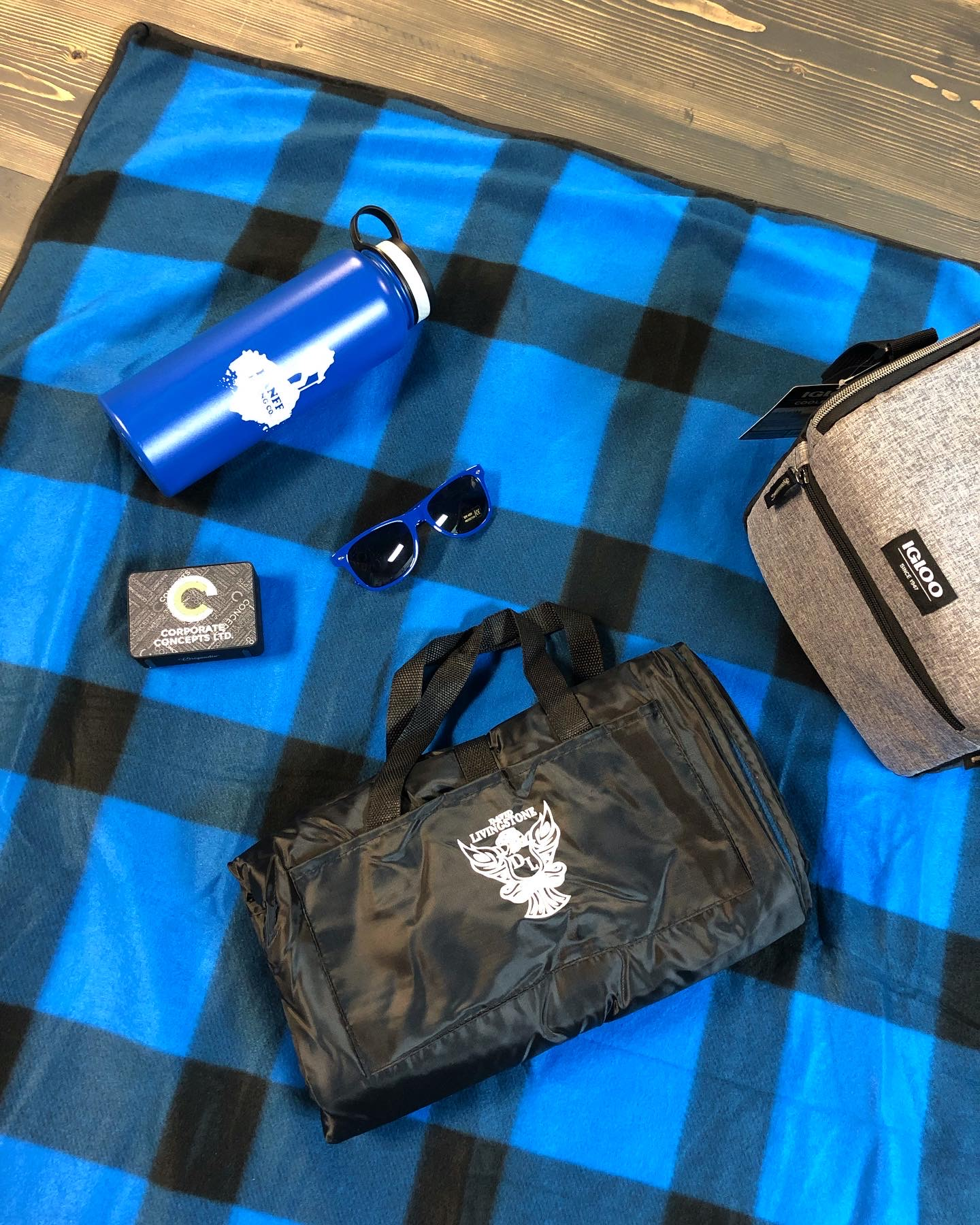 packable-picnic-blankets-corporate-concepts-winnipeg